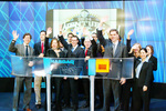 Pictured: David Geliebter, President of The National Institute for Entrepreneurship along with Lean Forward Media, LLC, winners of the 2004 Venture Bowl, presides over the NASDAQ Market Open. Also in attendance, Institute Board Member Julius Walls, a leading expert in social venturing and CEO of Greyston Bakery