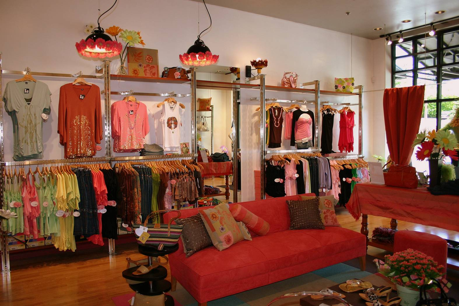 Boutique Display Ideas LOVE this boutiques display design and