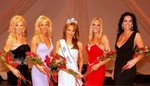 Recently crowned Mrs. Texas 2005, Jennifer Swick, accompanied by the four runner-ups.