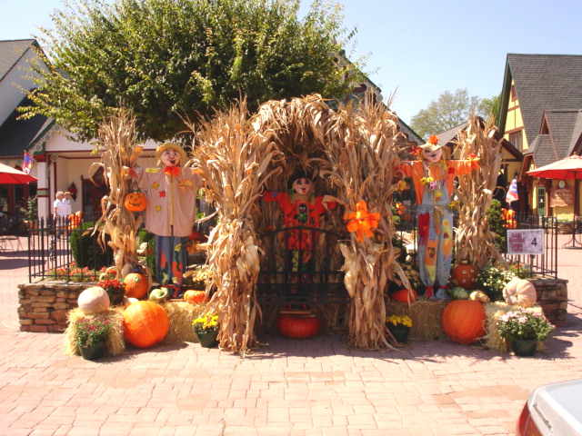 Smoky mountains harvest festival kicks off in gatlinburg for Harvest decorations for the home