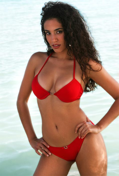 Bikini photo of Miss Latina US without any sash, photographed on the ...