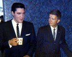 Elvis Presley (l) and Producer Albert Fisher (r)