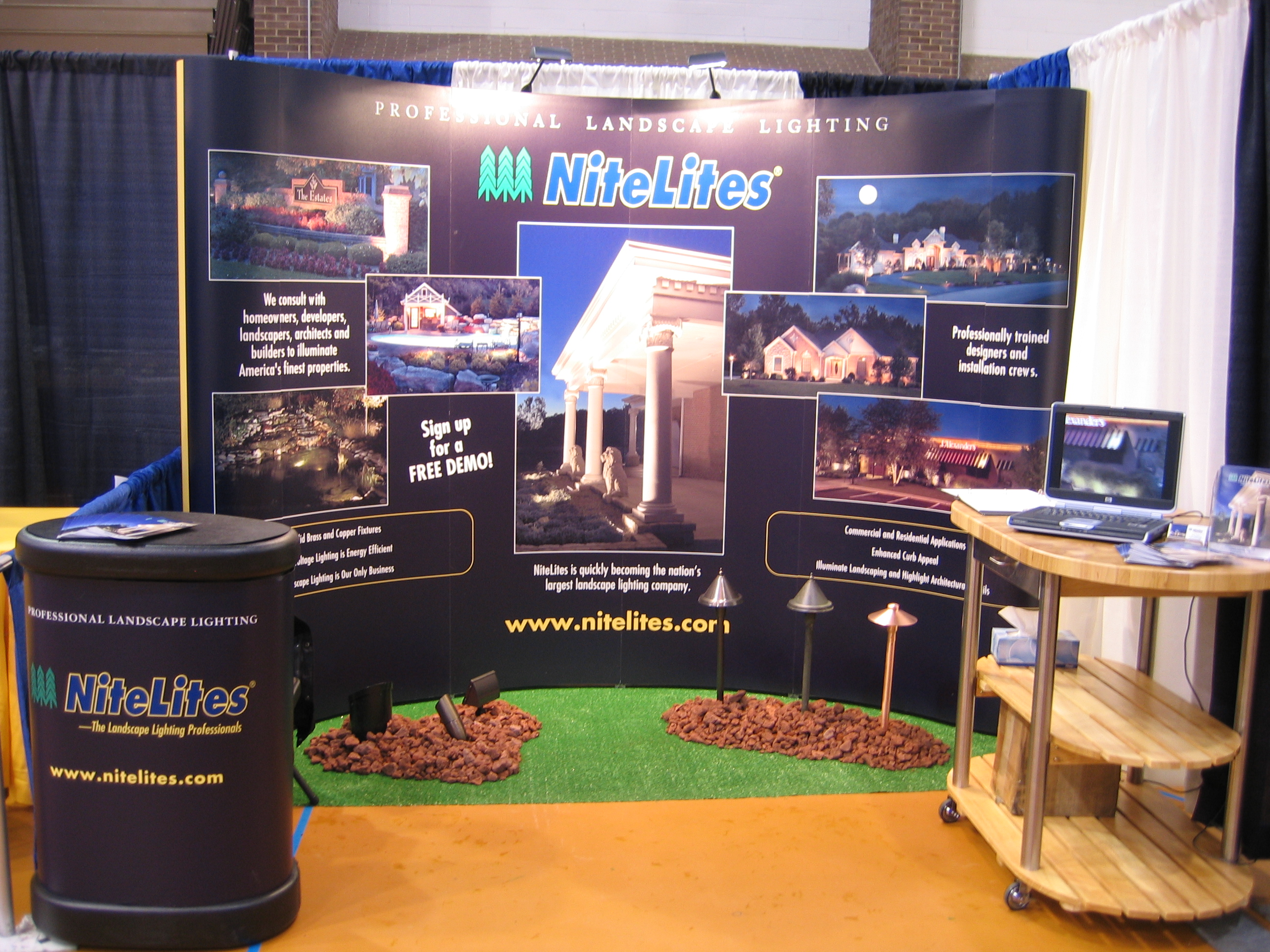 nitelites outdoor lighting trade show boothnitelites the outdoor lighting professionals trade show booth nitelites logo - Home And Garden Trade Shows