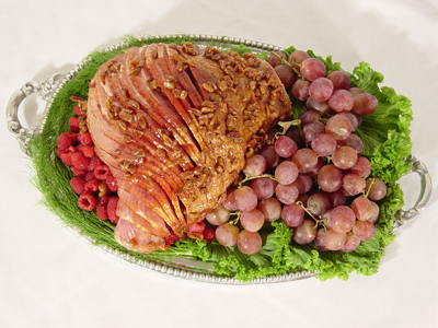 HONEY GLAZED HAM WITH BOURBON PECAN PRALINE SAUCE