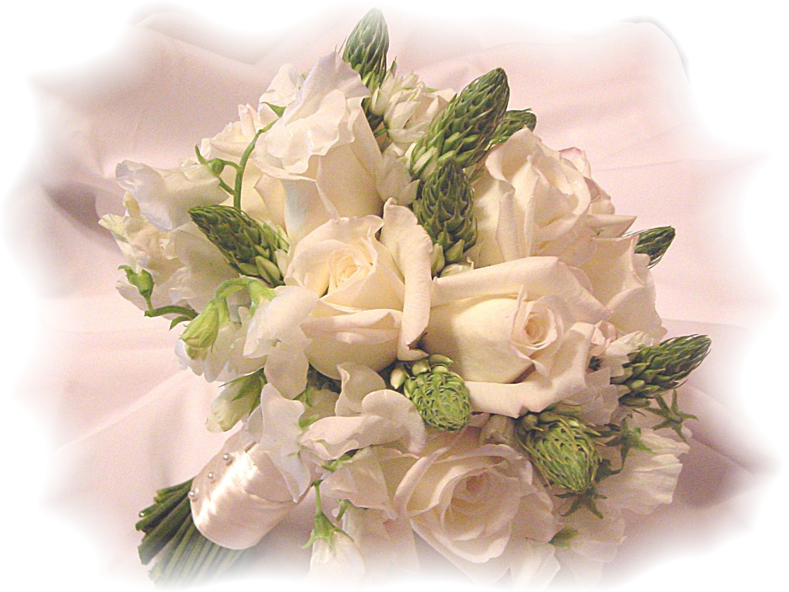 Wedding flowers join the do it yourself trend diy wedding flower arrangement solutioingenieria Images