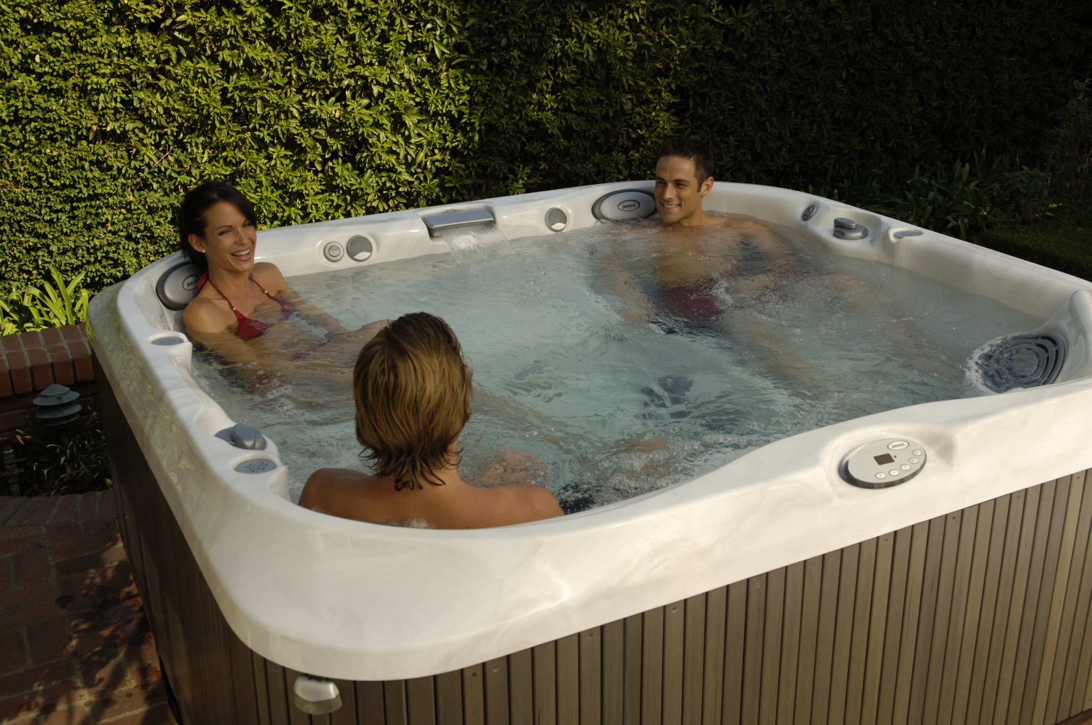 Cool summer nights perfect for hot tub entertaining - Spa o hot tub ...