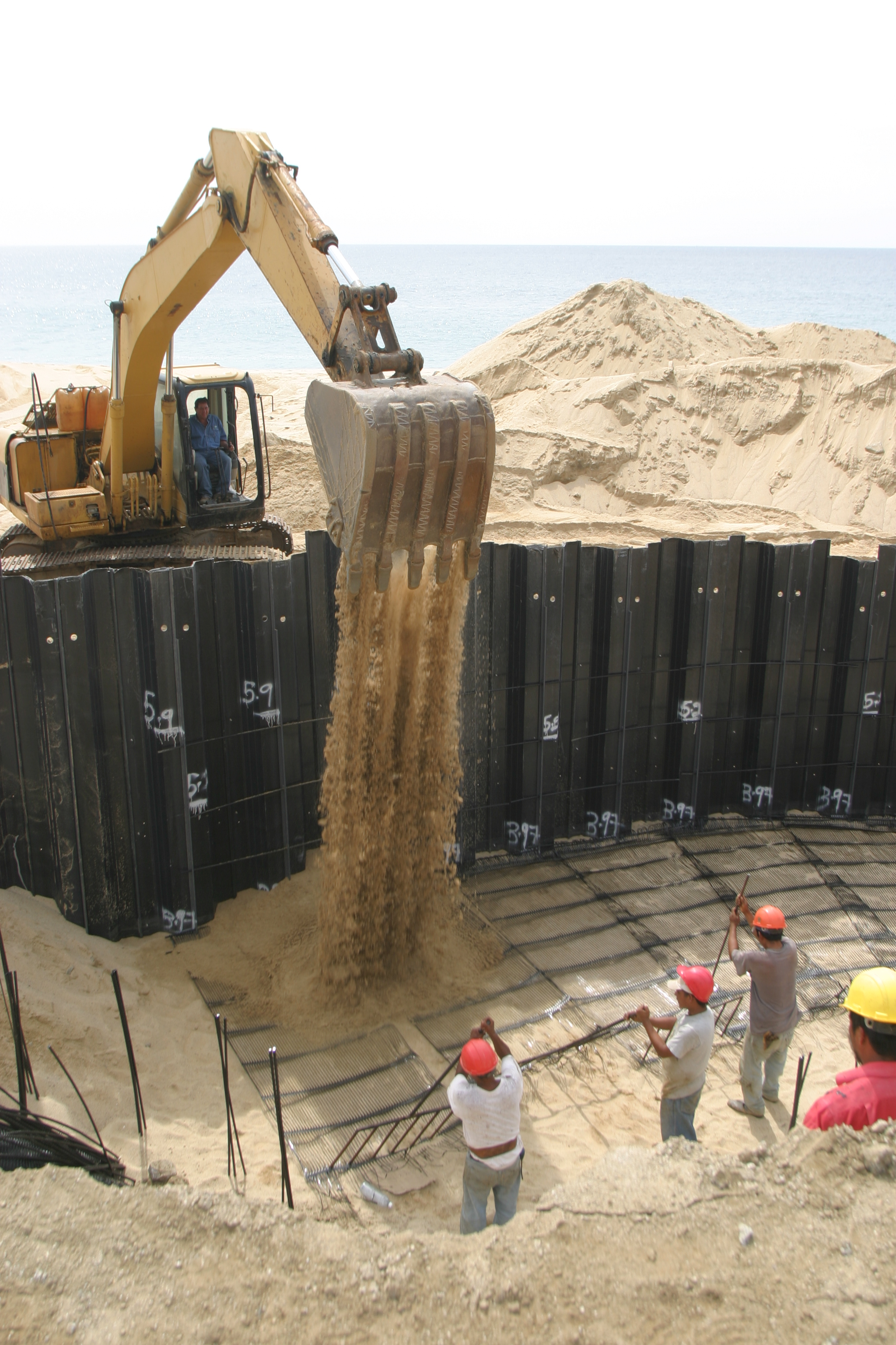 Retaining Wall System Combining Sheet Piling And Geogrid