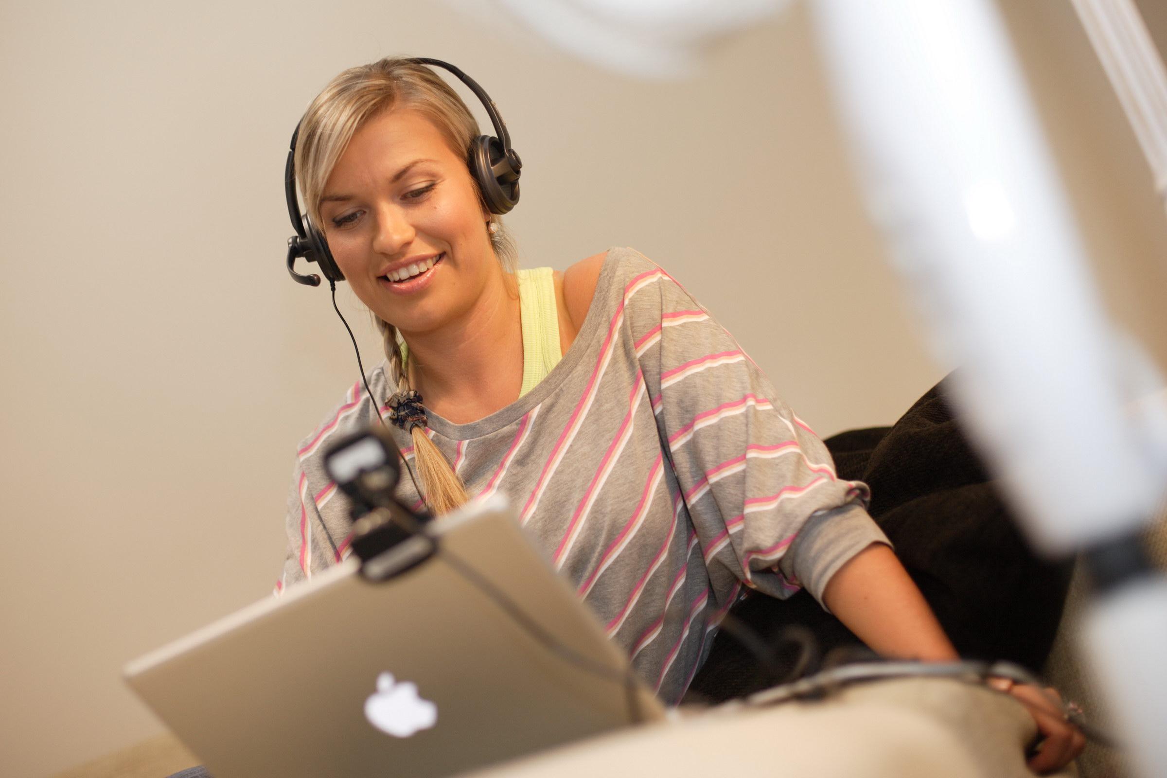 Разговор по скайпу бесплатно с девушкой 2 фотография