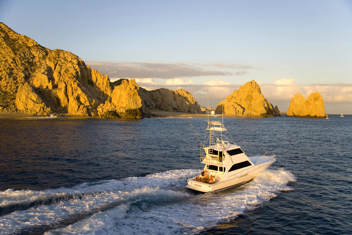 Sunset cruise on Capella Pedregal's Auriga Yacht