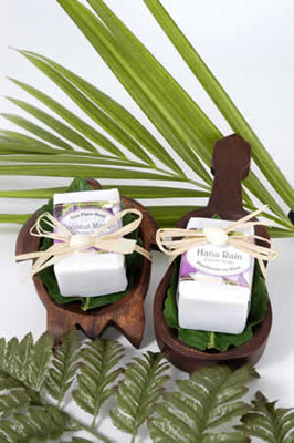 Hawaiian Wedding Favors on Up Their Receptions With Hawaiian Wedding Favors At Remembermaui Com