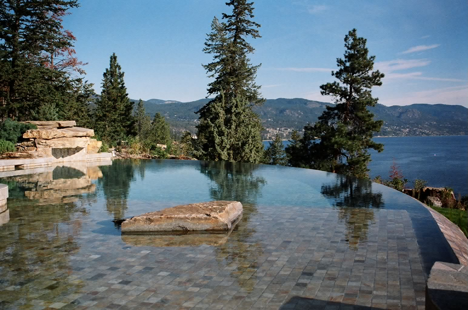 Kelowna pool builder wins international award on geo for Pool design kelowna