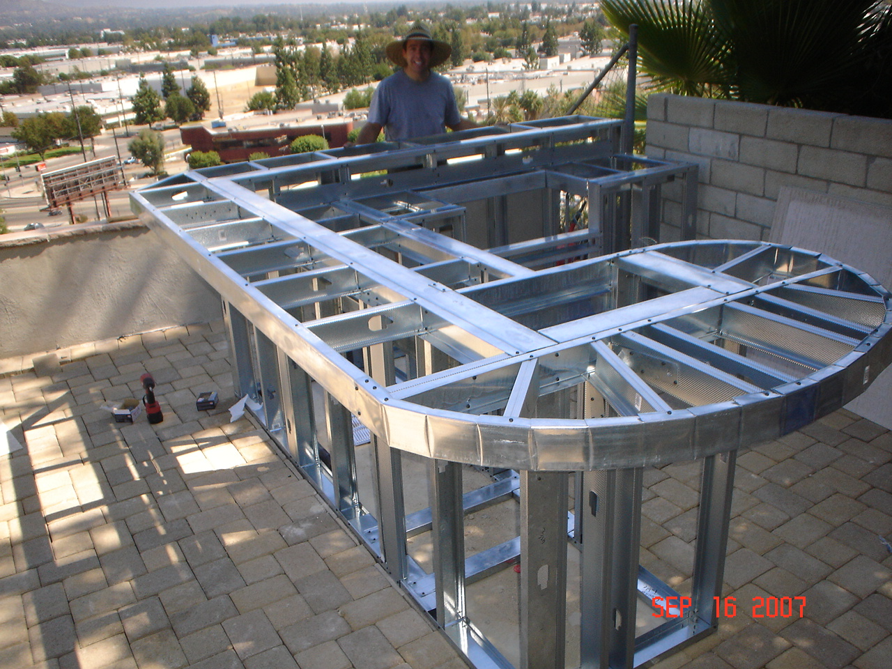 Building Aluminum Frames : Increase in homeowners building outdoor kitchens during