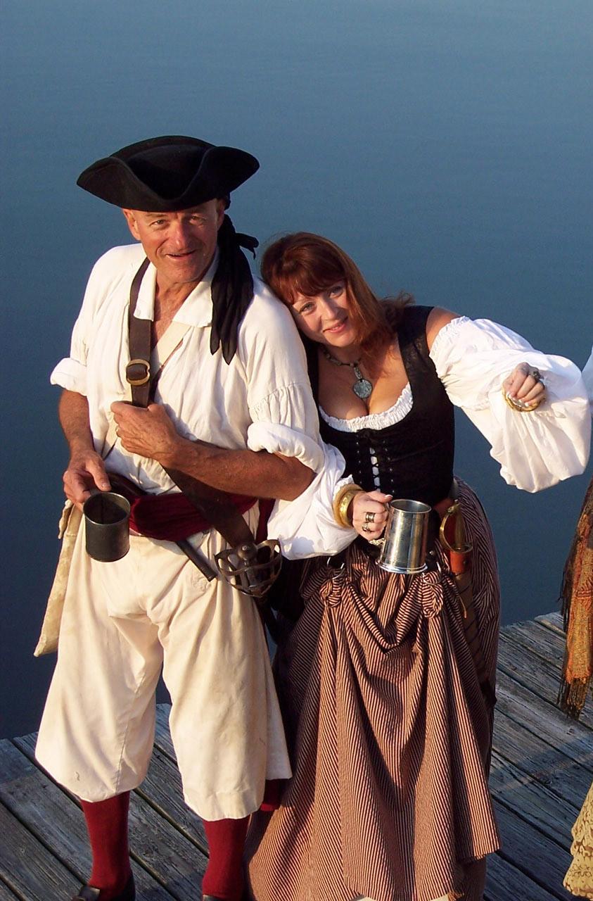captain hampton and the midget pirates