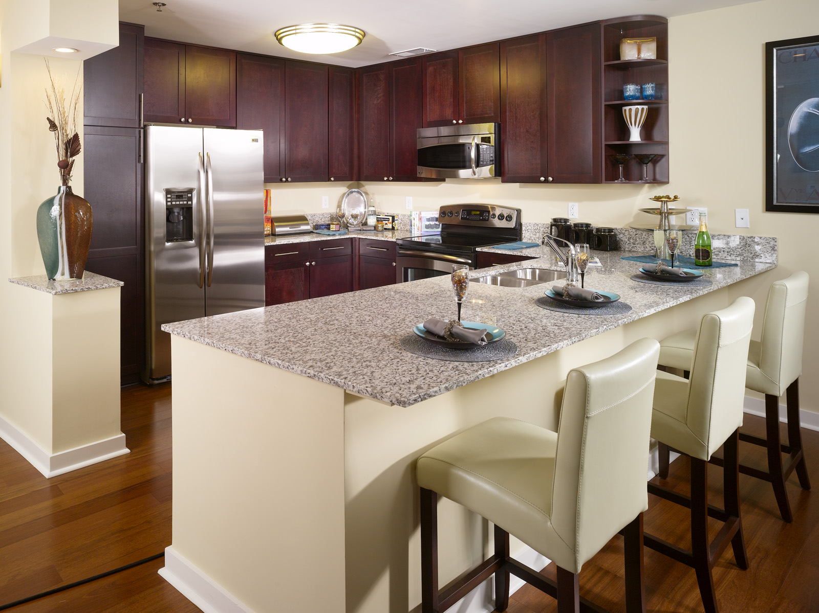 the luxury 05 buckhead apartments exceed leasing expectations. Black Bedroom Furniture Sets. Home Design Ideas