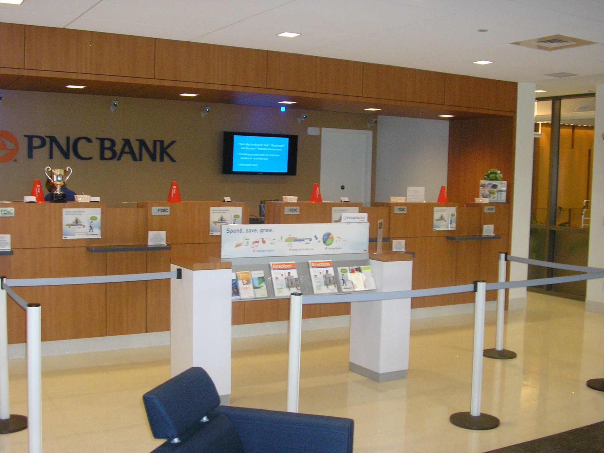 bank and office interiors. SF Office PNC Bank\u0027s Navy Yard Branch In Philadelphia Recently Received LEED-CI Gold Certification From The United States Green Building Council. Bank And Interiors I