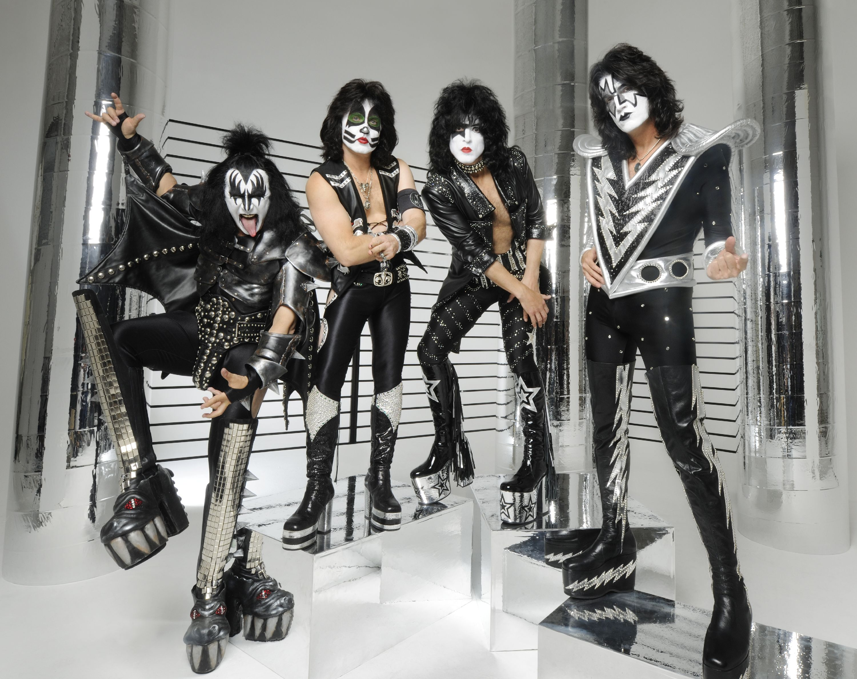 Kiss at the HMV Forum - williamhill refer a friend williamhill.de einzahlung London on 4th July 2012 - PlanetMosh