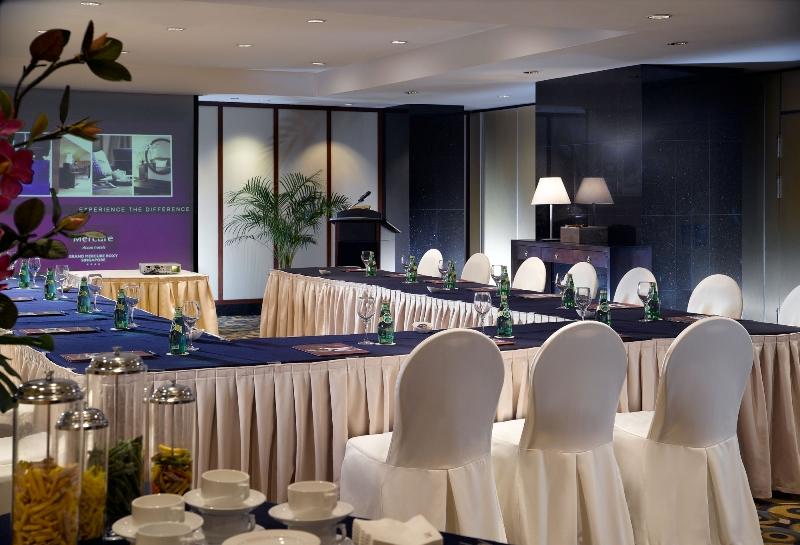 u shaped meeting setup - U Shape Hotel Decoration