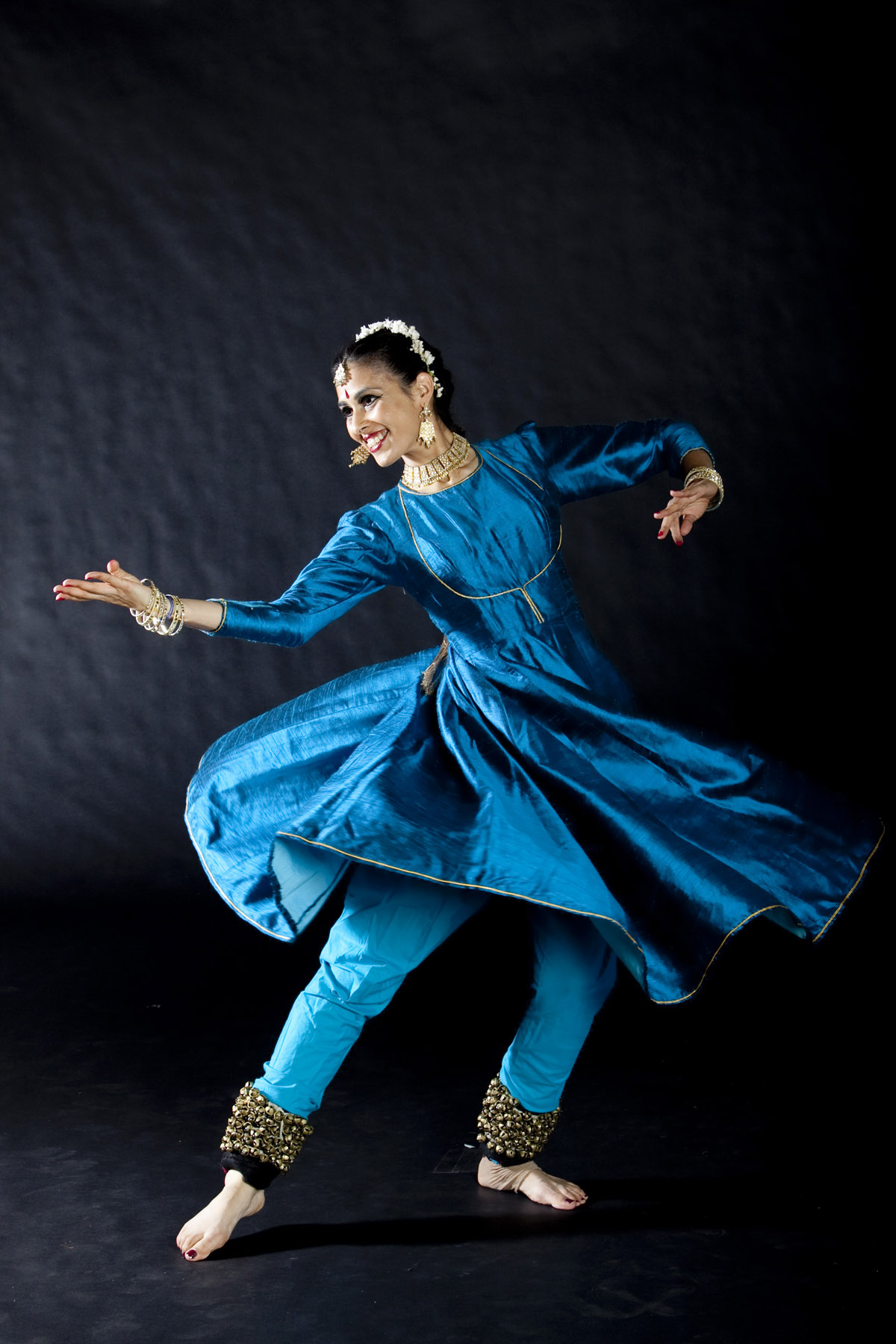 kathak dance Formerly known as india performing arts center (established in 1990), the sumbhav school of kathak dance offers comprehensive training in kathak under the direction of rachna ramya.