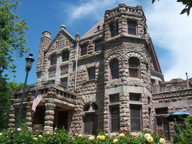 Stay In Historic Hotels Of The West And Play At Legendary National