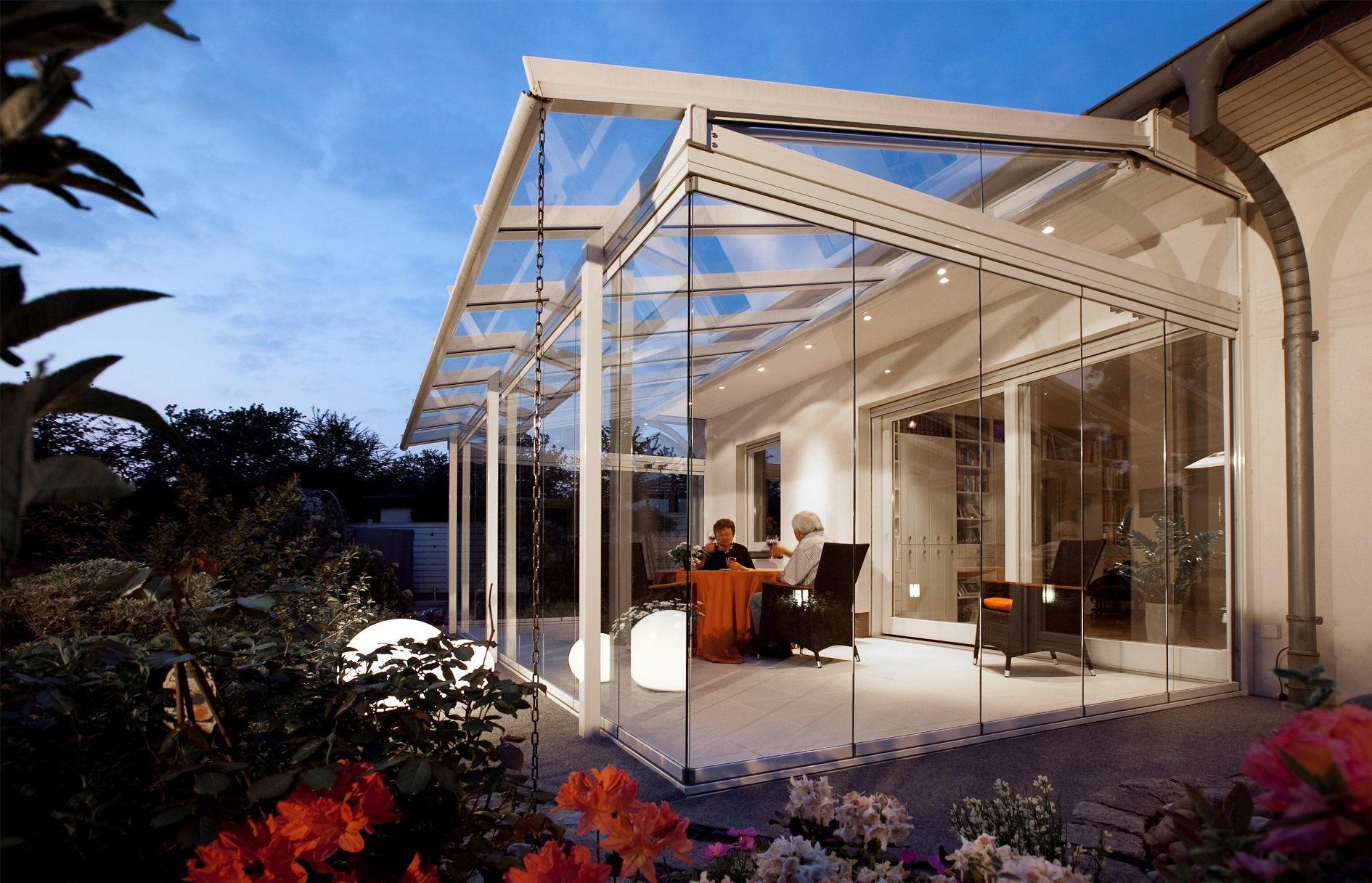 Nanawall systems launches nanaglass sl25 at greenbuild for Opening glass walls