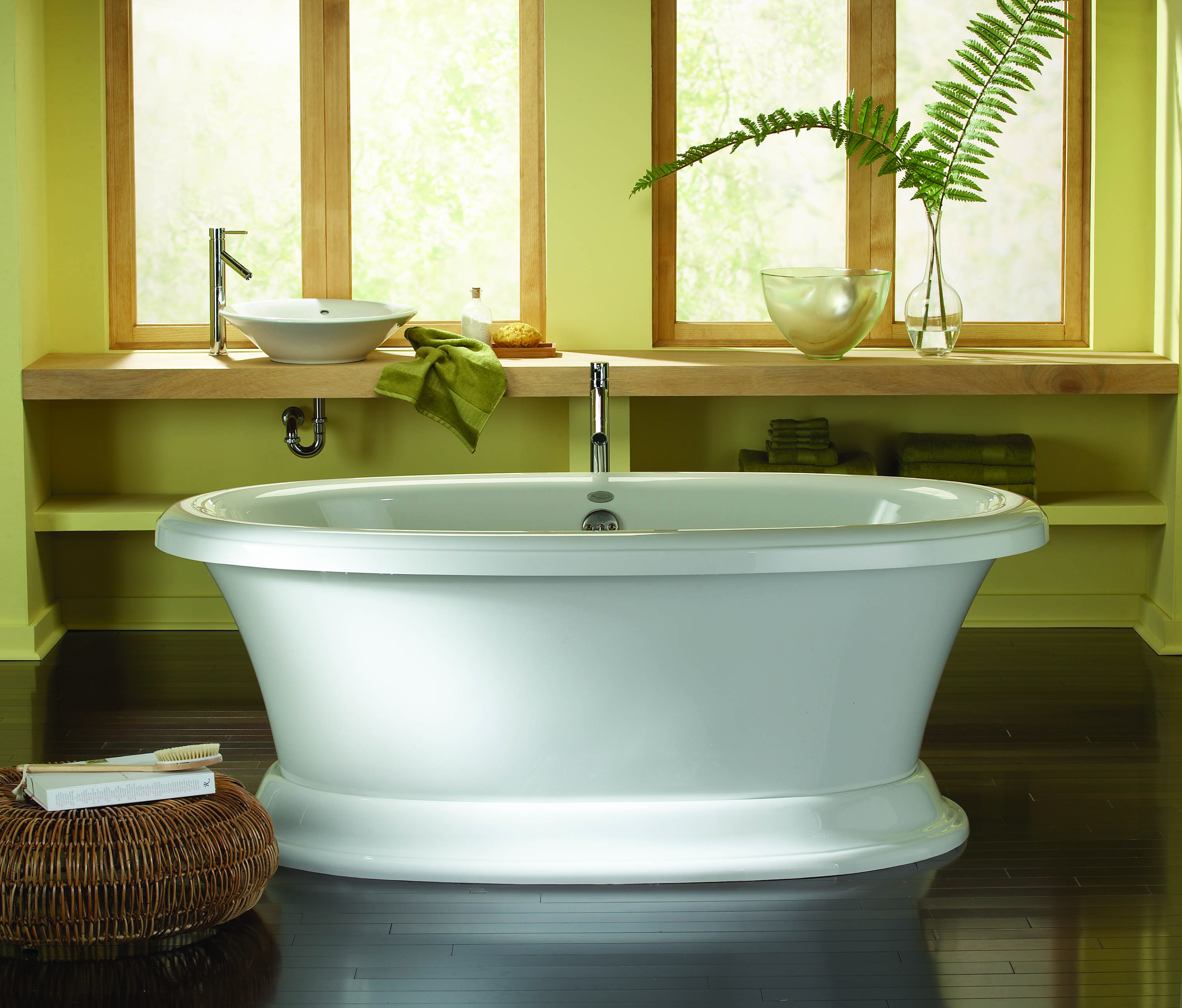 cooper tub works in a variety of decors and is sized for standard bathtub alcoves