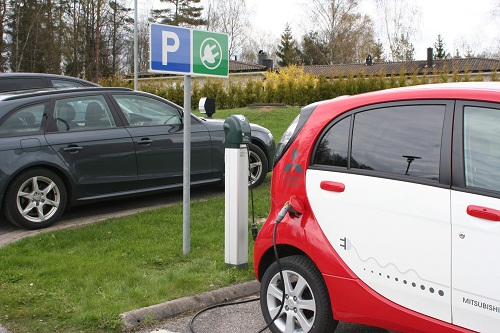 Uk Electric Car Charging Stations Take Off With Support Of Ies