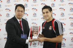 Alejandro Molina Uribe (right) receives his QNet-ACL Goal of the Season 2010 award from QNet Director T.G. Kintanar.