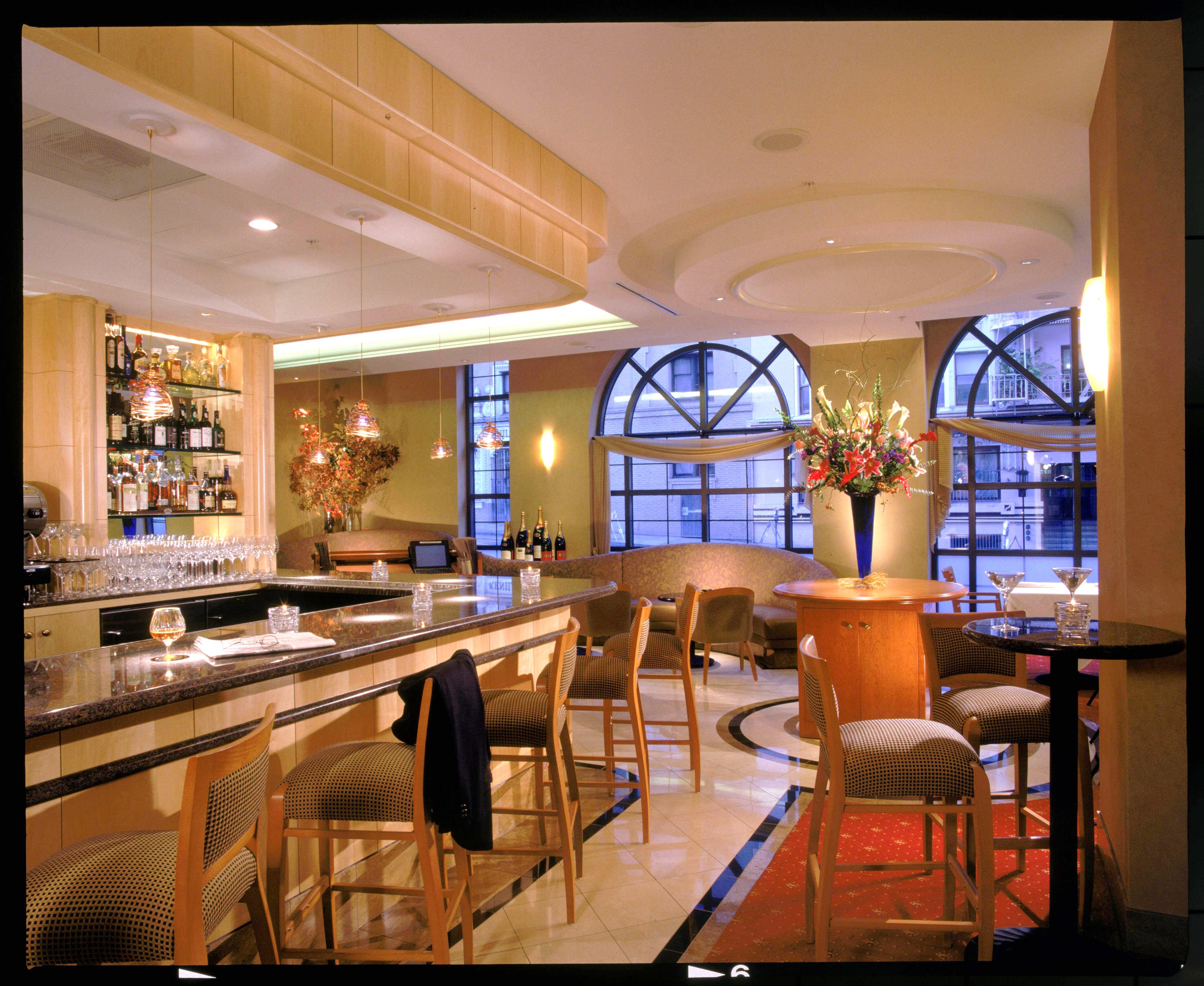 Daffodil restaurant in union square san francisco eases for Bar food union square san francisco