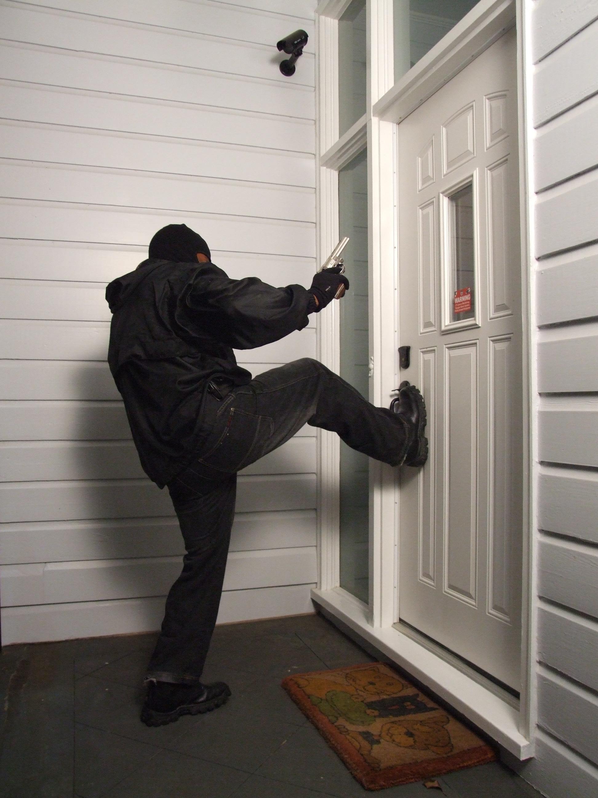 Kicked In Door : Kick door gatehouse in entry down