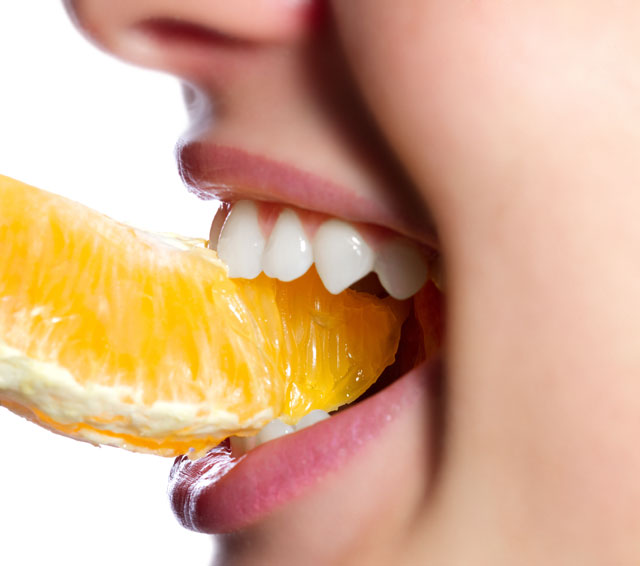 Eating orange for teeth whitening