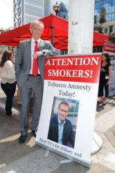 Dr Hilary Jones supporting the Tobacco Amnestry on World No Tobacco Day 2011