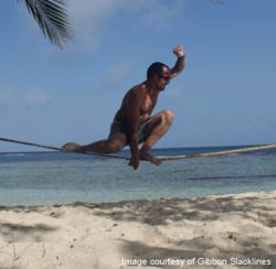 Slacklining at the beach