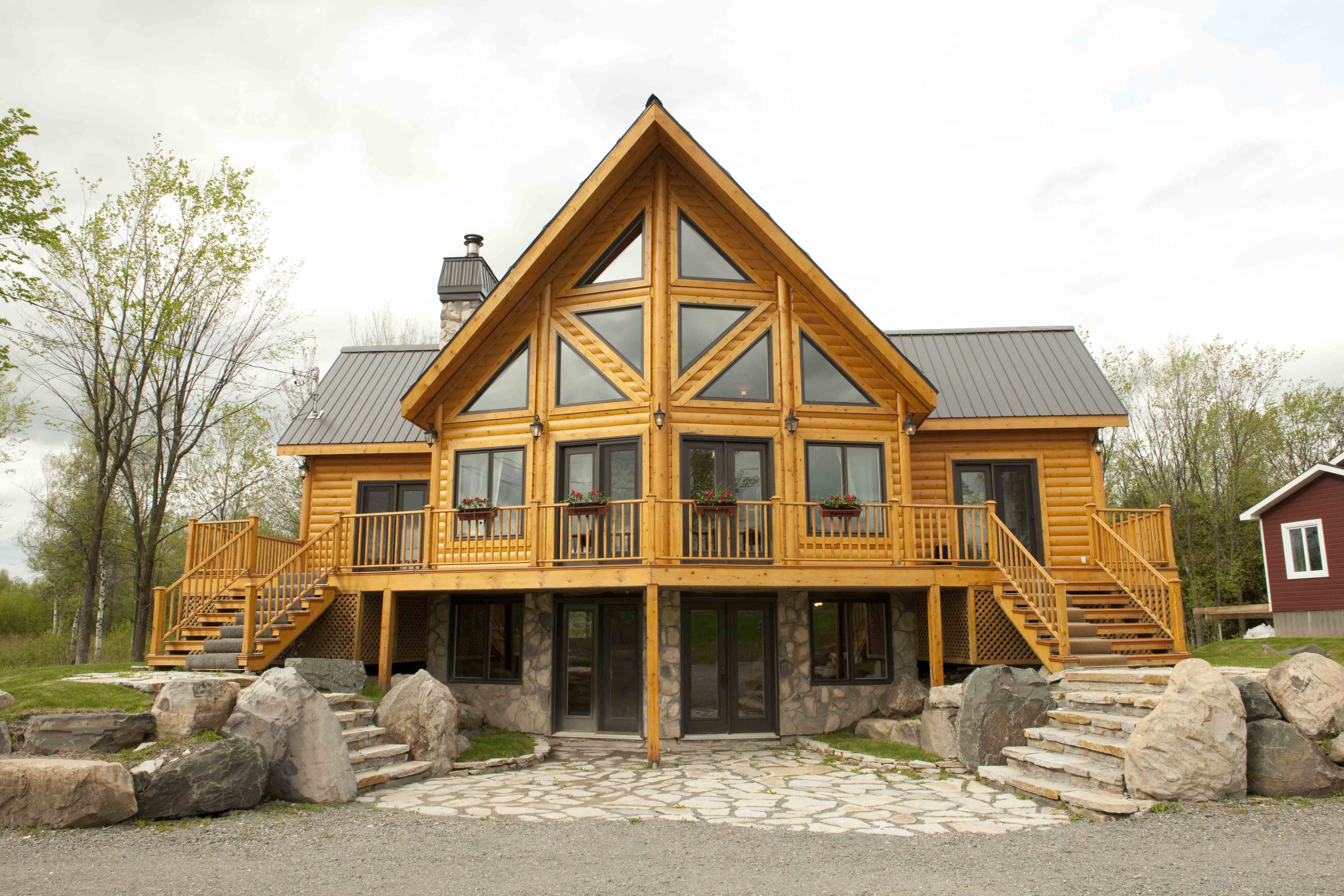 Timber block insulated log homes exceeds the building Timber house