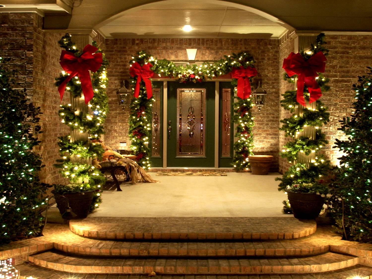 Example Of Christmas Decor By Swingle Entrance