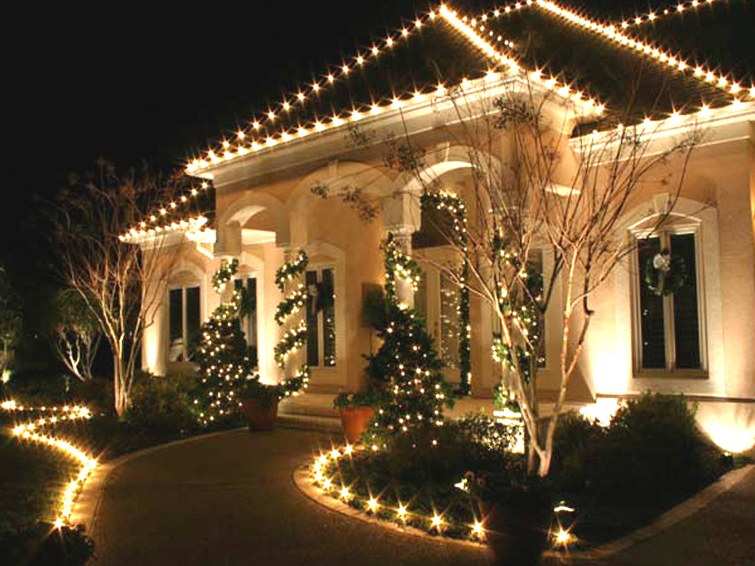 Christmas Decorating With Floodlights : Colorado homes and commercial properties become