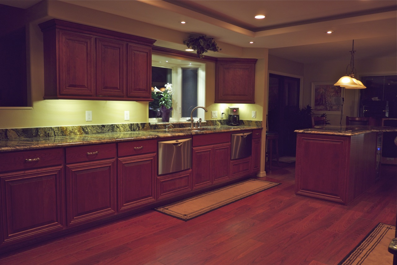 Http Afreakatheart Blogspot Com 2013 07 Under Cabinet Kitchen Lighting Html
