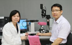 PolyU researchers with the novel fabric