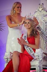 Alize Mounter gets crowned Miss England 2011