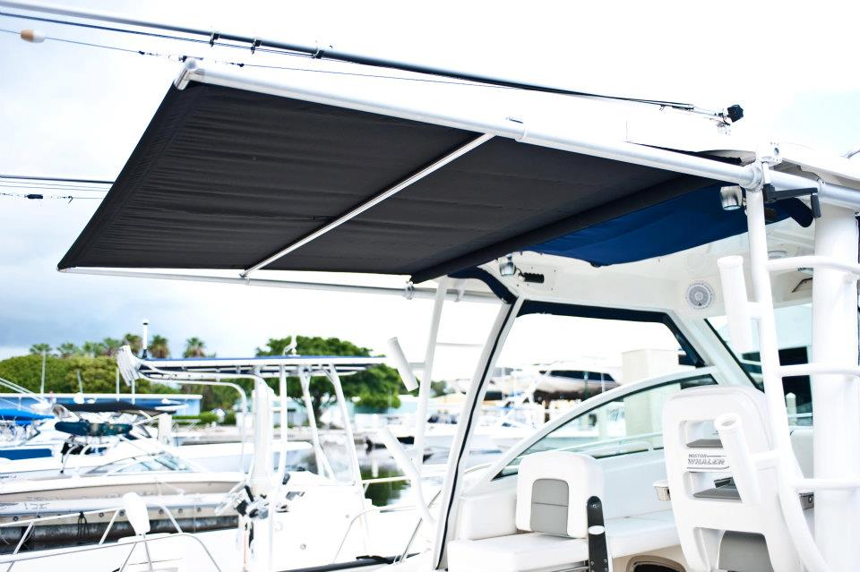 Boston Whaler 285 Conquest with SureShade