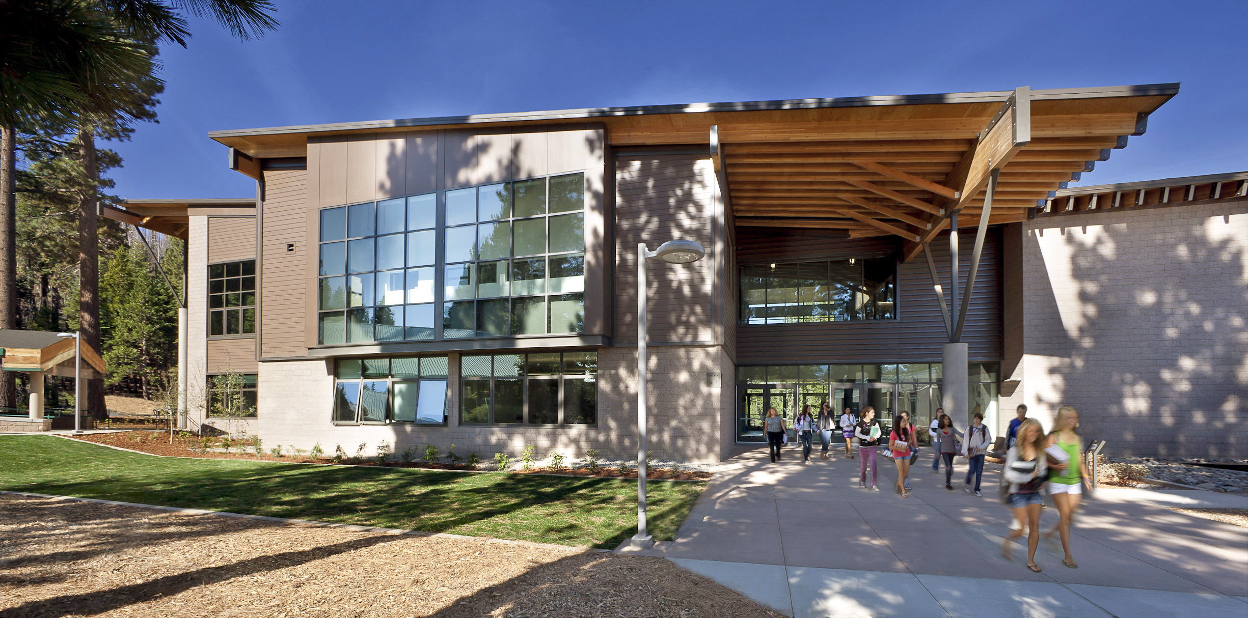 School design heavily awarded by orange county architects for Modern school building designs