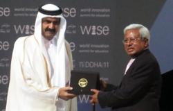 Sir Fazle Hasan Abed receives the WISE Prize for Education from  His Highness Sheikh Hamad bin Khalifa Al-Thani, the Emir of Qatar
