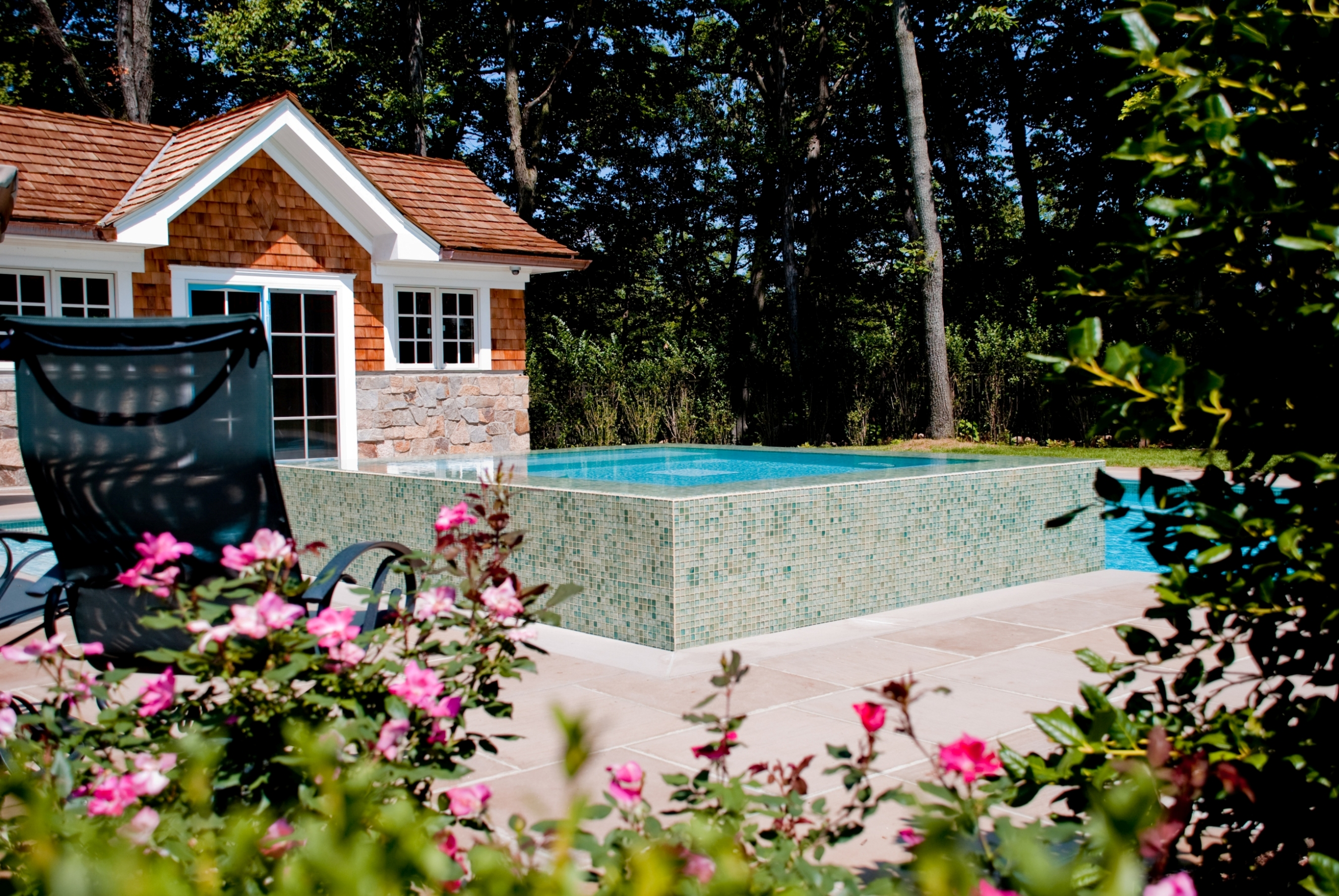 Nj perimeter overflow pool and spa by cipriano custom for Outdoor pools in nj