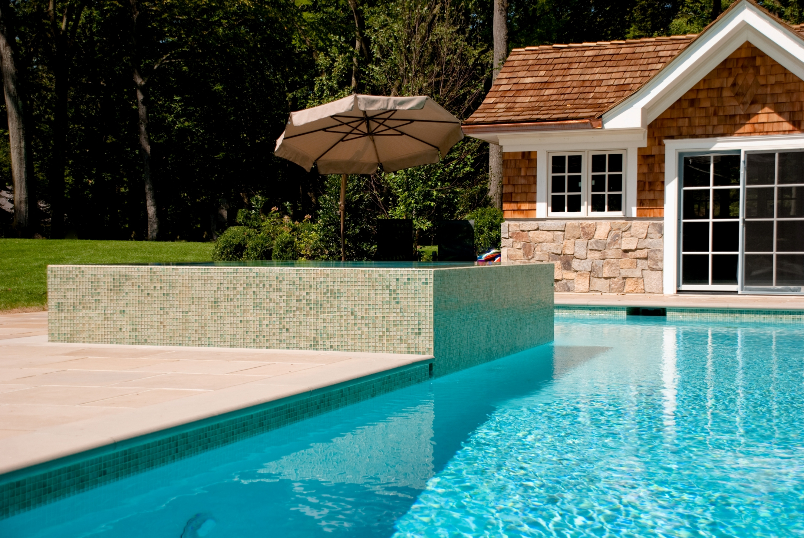 Nj perimeter overflow pool and spa by cipriano custom for Pool design tiles