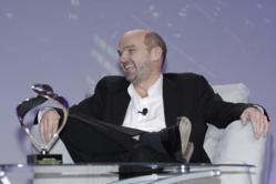 Stephen Lambert receives The Learning Spotlight Award at Learning 2011