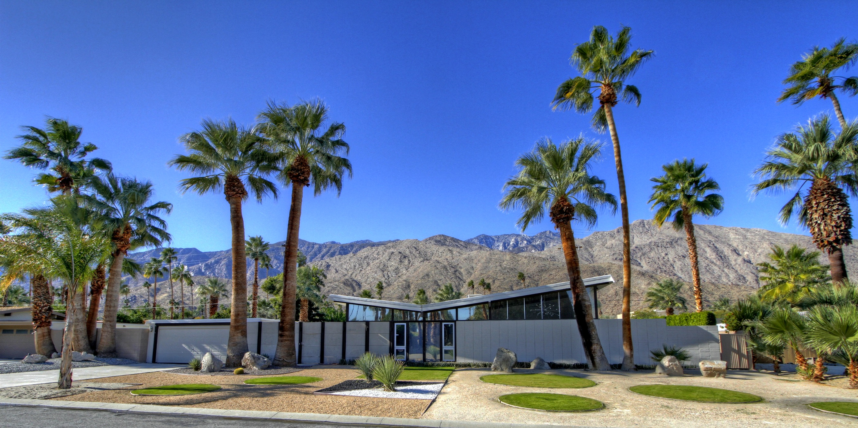 Palm springs real estate gets huge boost from bnp paribas for Twin palms estates palm springs