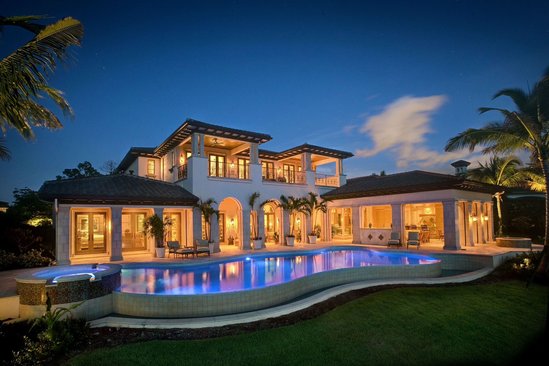 Wall street journal tees up most popular homes naples for Most luxurious house