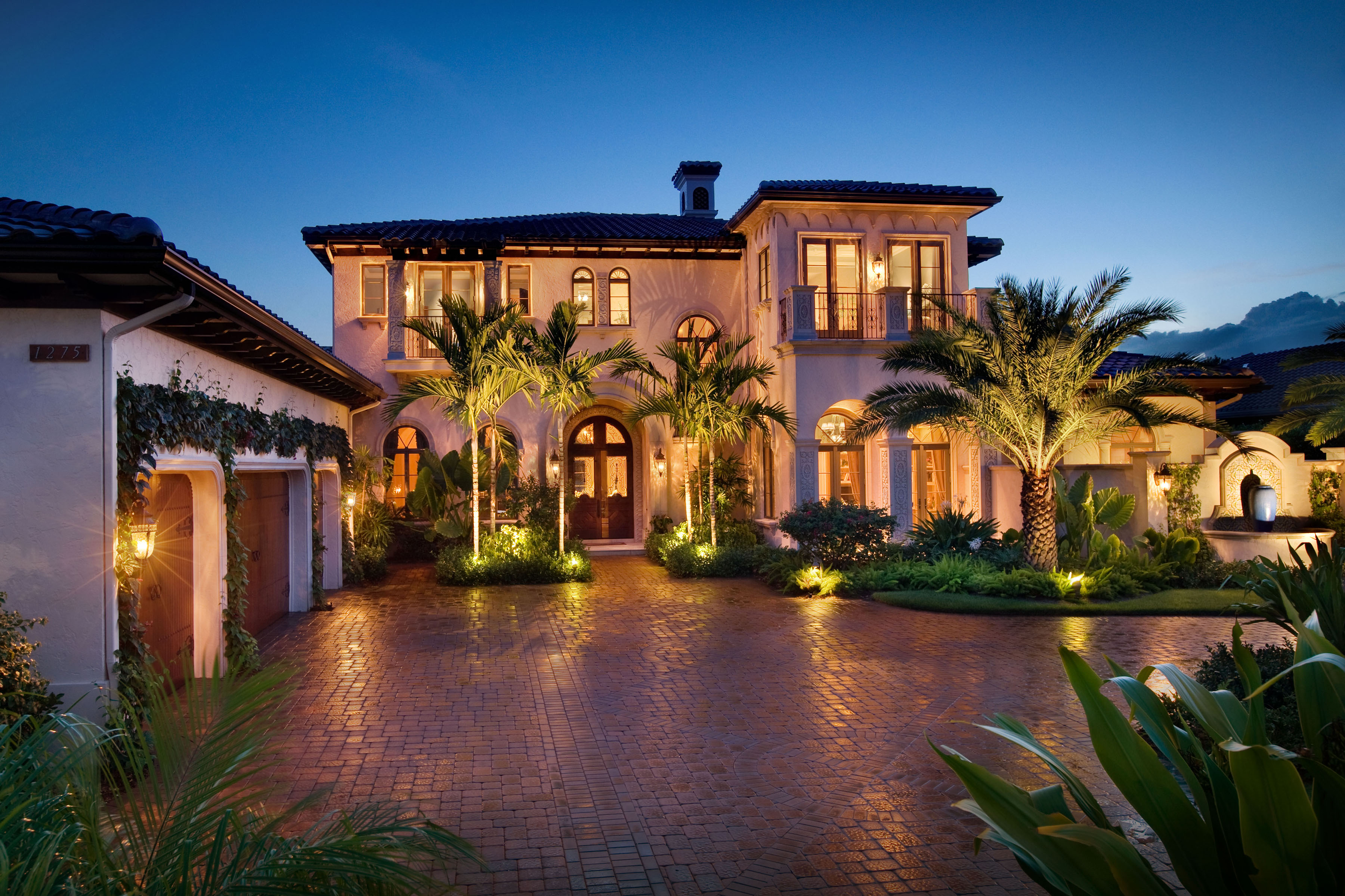 Wall street journal tees up most popular homes naples for Luxury house