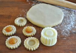 Pineapple tart cookie cutters from Browncookie.com