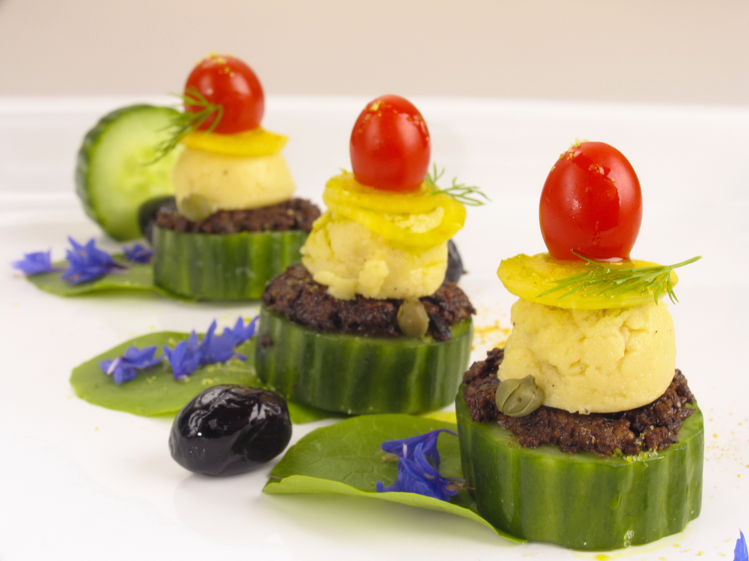 Stop dieting raw food author cherie soria rocks raw food for Canape toppings