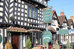 tudor inn accommodation since 1476